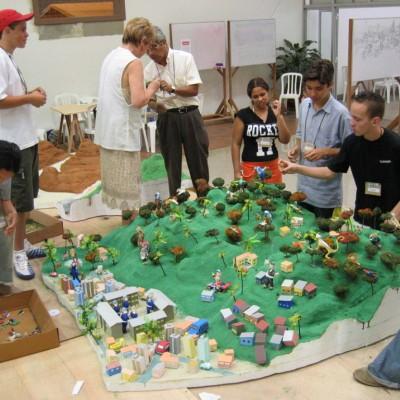 Grupo de alunos e professor definindo Vegetação