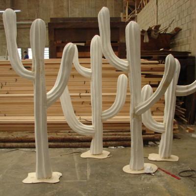 CACTOS - Cliente: T.V Cultura ( Programa Cocorico) Diretor: Fernando Tipo: Cenário Ano: 2007 Função: Técnico em Efeitos Especiais Pintura: Aerografia Técnica: Escultura em Isopor.  Material: Isopor Tamanho: 6mts X 2 mts