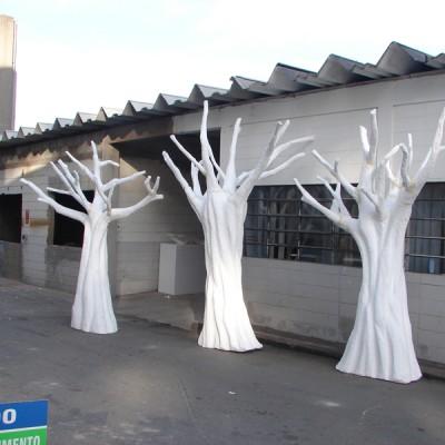 ÁRVORES - Cliente: T.V Cultura ( Programa Cocorico) Diretor: Fernando Tipo: Cenário Ano: 2007 Função: Técnico em Efeitos Especiais Pintura: Aerografia Técnica: Escultura em Isopor.  Material: Isopor Tamanho: 6mts X 2 mts